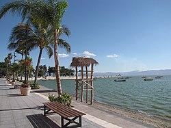 GRUPO VALLA 14 - Página 2 250px-The_beach_at_Chapala_Malecon