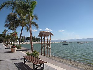 Chapala, Jalisco - Image: The beach at Chapala Malecon