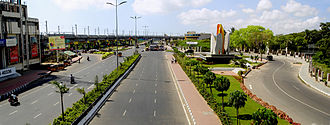 Rajiv Gandhi Salai - A view of the Rajiv Gandhi Salai at Thiruvanmiyur junction and the Chennai MRTS