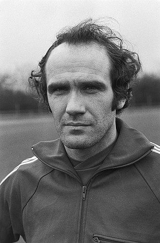 Wilfried Van Moer - Image: Training Belgisch nationale voetbalelftal in Mechelen voor de wedstrijd woensdag, Bestanddeelnr 931 1522