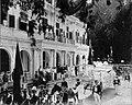 Tropenmuseum Royal Tropical Institute Objectnumber 60006586 De wagen voorstellende de aankomst va.jpg