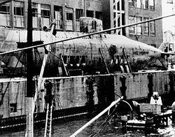 XVIIB型の1隻、U-1406。第2次大戦直後、解体中の写真。