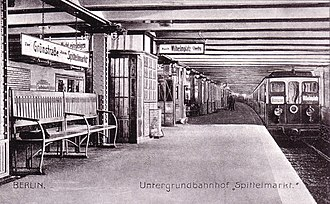 Spittelmarkt (Berlin U-Bahn) - The new station in 1908, a Nichtraucher (non-smoker) train departing to Wilhelmplatz
