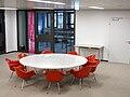 Ulmer Volkshochschule EinsteinHaus Foyer 1 OG mit den Stühlen Dining Armchair von Charles und Ray Eames 3.jpg