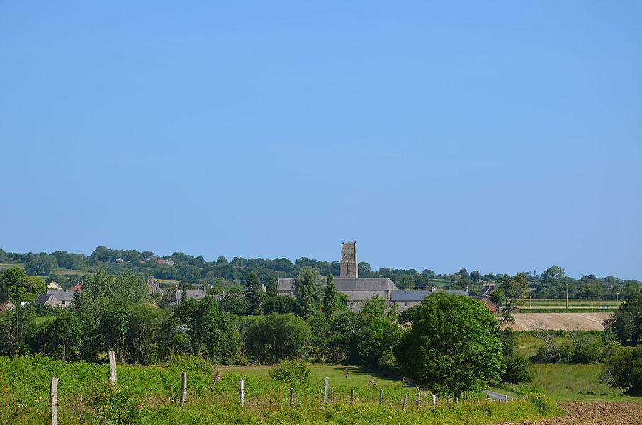 Vue sur le bourg de Valcanville depuis la Folie.