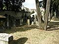 Vecchio cimitero ebraico di firenze 03 tombe settecentesche.JPG