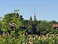 Vieux-La Prairie (Québec) - Vue du clocher de l'église à partir de la piste cyclable.jpg