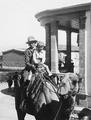 Vivi och Stefan Gjerstad och rider kamel. Nicosia. fråga. barn - SMVK - C02411.tif