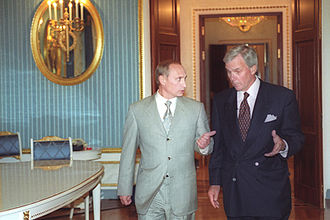 Tom Brokaw - Brokaw with Vladimir Putin before an interview on 2 June 2000.