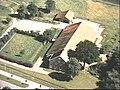 Voor- en zijgevel nr. 283-8 ; luchtfoto, kleur - Beerta - 20495299 - RCE.jpg