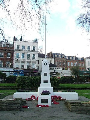 Islington Green War Memorial - The old memorial, in 2005