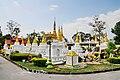 Wat Chedi Sao Lang (29671130530).jpg