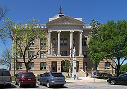 The Williamson County courthouse after its 2006-2007 renovation. The courthouse, built in 1911, is an example of Beaux-Arts architecture.