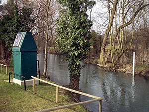 English: Witney Flood Warning Station The Envi...