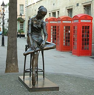 Enzo Plazzotta - Young Dancer, a bronze opposite the Royal Opera House.