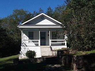 Zinc, Arkansas - The Elliott and Anna Barham House, a historic residence in Zinc, Arkansas, September 2018