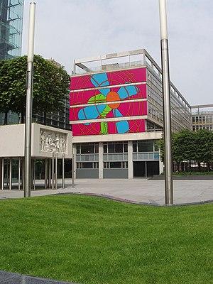 Michael Craig-Martin - A mural by Craig-Martin