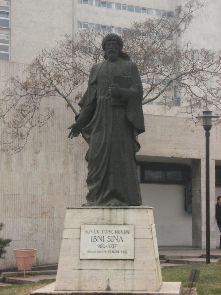 İbni Sina Heykeli Ankara