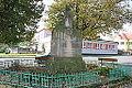 Žiželice Masarykovo náměstí pomník padlých.JPG