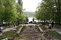 Каскадная лестница, вид на озеро - panoramio.jpg