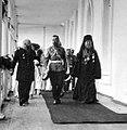 НИКОЛАЙ II В СОПРОВОЖДЕНИИ АРХИЕПИСКОПА ЯРОСЛАВСКОГО И РОСТОВСКОГО ТИХОНА В СПАССКОМ МОНАСТЫРЕ.jpg
