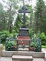 Надгробный памятник на могиле настоятеля Валаамского монастыря игумена Дамаскина.jpg