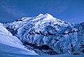 Южный склон Эльбруса и посёлок Терскол у подножия.jpg