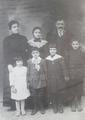 משפחת טמביני בצעירותם.png