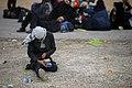 خستگی مردم (زائرین) در پیاده روی اربعین- مرز مهران- ایران 15.jpg