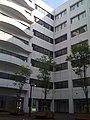 東京情報大学・本館中庭から本館内側を望む - panoramio.jpg