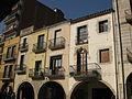 046 Plaça de la Vila, les Voltes i casa Bonsoms.jpg