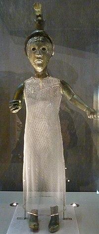 087 Dinéault Statue de divinité Brigitte.jpg