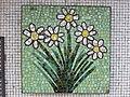 1210 Autokaderstraße 3-7 Tomaschekstraße 44 Stg 2 - Mosaik-Hauszeichen Margarite von Leopold Birstinger 1968 IMG 0988.jpg