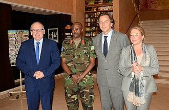 Bert Koenders - Minister of Foreign Affairs Frans Timmermans, Rwandan general Jean Bosco Kazura, Special Representative Bert Koenders and Minister of Defence Jeanine Hennis-Plasschaert in Bamako on 28 November 2013.