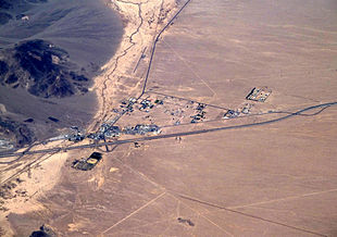 """Aerial view of Baker looking north: I-15 jogs south around the town, leaving Baker Boulevard, the main street, to show where the pre-interstate highway (<a href=""""http://search.lycos.com/web/?_z=0&amp;q=%22U.S.%20Route%2091%20%28California%29%22"""">US 91</a> and <a href=""""http://search.lycos.com/web/?_z=0&amp;q=%22U.S.%20Route%20466%20%28California%29%22"""">US 466</a>) went. <a href=""""http://search.lycos.com/web/?_z=0&amp;q=%22Baker%20Airport%22"""">Baker Airport</a> sits just north of the city alongside northbound <a href=""""http://search.lycos.com/web/?_z=0&amp;q=%22California%20State%20Route%20127%22"""">CA 127</a>, the """"Death Valley Road""""."""
