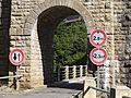 2013-08-10 Viaduc de Cize-Bolozon (limite route).JPG