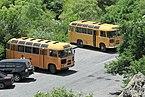 2014 Prowincja Kotajk, Autobusy na parking obok klasztoru Geghard.jpg