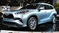 2020 Toyota Highlander Platinum AWD front NYIAS 2019.jpg