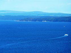 20 La pointe de Landévennec et le Ménez-Hom vus de la pointe des Espagnols La partie sud de la rade de Brest.JPG