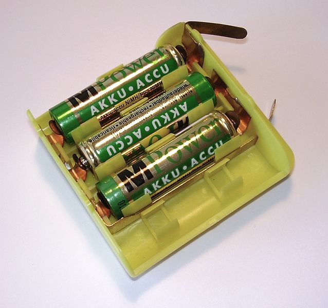 Plik:AA battery adapter.jpg
