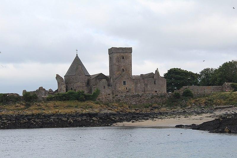 File:Abbaye Inchcolm Fife 7.jpg