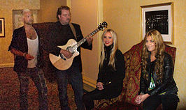 Ace of Base, 2010. L-R: Ulf Ekberg, Jonas Berggren, Julia Williamson, en Clara Hagman
