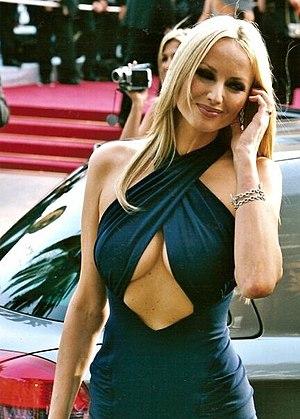 Adriana Sklenarikova Karembeu Cannes