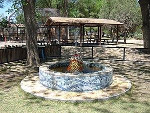 Alameda Park Zoo - Image: Alameda Park Zoo Ruwayn Dennig Memorial Fountain