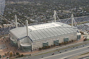 Der Alamodome im November 2014 vom Tower of the Americas fotografiert