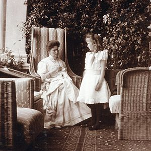 Grand Duchess Anastasia Nikolaevna of Russia - Grand Duchess Anastasia with her mother, Tsarina Alexandra, in about 1908