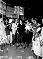 Alicia Moreau de Justo marchando 1986.jpg