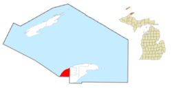 Location within Keweenaw County (red) and the administered village of Ahmeek (pink)
