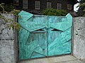 Another artistic gate (21307884544).jpg