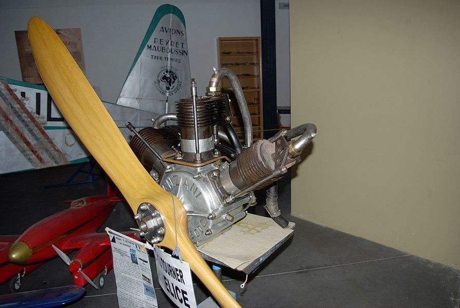 Moteur Anzani 3 cylindres exposé à l'Espace Air Passion à Angers-Marcé.